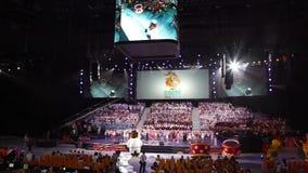 Sochi, Rússia - 6 de julho: A preparação da abóbada do gelo de Bolshoy para a abertura e as cerimônias de fechamento para o mundo filme