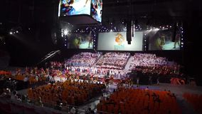 Sochi, Rússia - 6 de julho: A preparação da abóbada do gelo de Bolshoy para a abertura e as cerimônias de fechamento para o mundo vídeos de arquivo