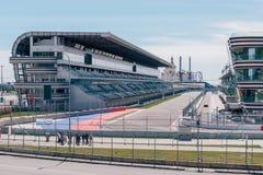 SOCHI, RÚSSIA, O 3 DE MAIO DE 2015: Autodrom no parque olímpico Fotos de Stock Royalty Free