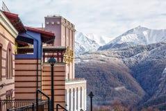 Sochi Rosja, Luty, - 19, 2014: Nowożytny modny Rixos Krasnaya Polyana Sochi hotel w Gorky Gorod zimy góry ośrodku narciarskim zdjęcie stock