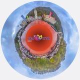 SOCHI, RUSIA - 20 DE ABRIL DE 2015: Panorama de los 360 grados del centro turístico de Rosa Khutor Imagen de archivo