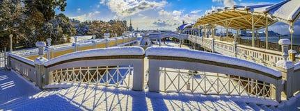 SOCHI, RUSIA - 26 DE ENERO DE 2016: Arquitectura de la playa en la nieve Foto de archivo libre de regalías