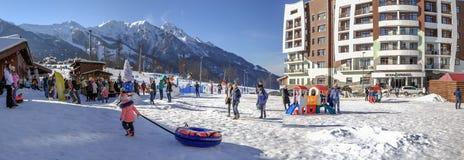 SOCHI, RUSIA - 3 DE ENERO DE 2018: Patio del ` s de los niños en la estación de esquí de Rosa Khutor Foto de archivo libre de regalías