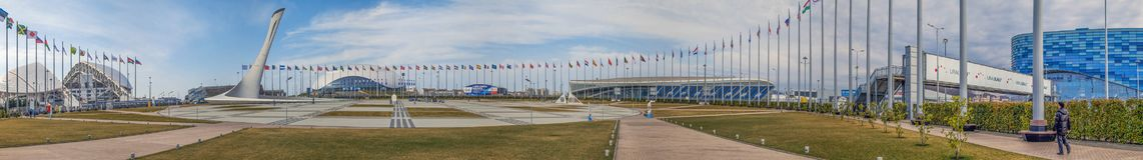 SOCHI, RUSSLAND - 25. FEBRUAR 2017: Panorama des Olympiaparks Lizenzfreie Stockfotos