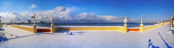 SOCHI, RUSSLAND - 26. JANUAR 2016: Schnee auf der Schwarzmeerküste Stockfotografie