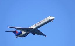 Sochi, RUSSLAND - 2. November; Passagierflugzeug. Lizenzfreie Stockbilder