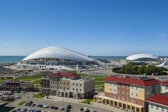 Sochi, Russland - 24. September: Bolshoy-Eis-Haube und Fußballstadion Fischt am 24. September 2016 Stockfotos