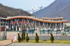 Sochi Ryssland, mars, 03, 2016 Järnvägsstation Rosa Khutor Arkivbilder