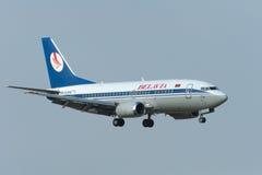 Boeing 737-800 sprutar ut flygplan Arkivfoto