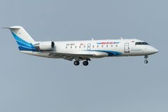 Boeing 737-800 sprutar ut flygplan Arkivbild