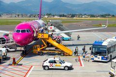 Société d'aviation de Wizz Air d'avions à l'aéroport Photographie stock
