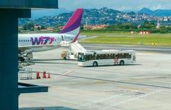 Société d'aviation de Wizz Air d'avions à l'aéroport de Bergame Photo stock