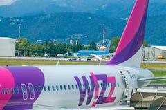 Société d'aviation de Wizz Air d'avions à l'aéroport de Bergame Image libre de droits