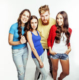 Société des types de hippie, du garçon rouge barbu de cheveux et des étudiantes ayant des amis d'amusement ensemble, style divers Image stock