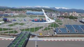 SOCI, braciere olimpico della RUSSIA Soci nell'antenna del parco olimpico Braciere olimpico di Soci nel parco Stella centrale Fotografia Stock