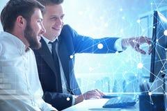 Soci commerciali che lavorano insieme, rete immagini stock libere da diritti