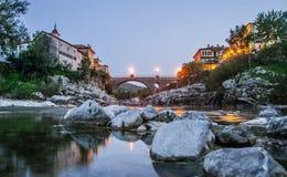 Soci del ob de Kanal de la ciudad, Eslovenia Foto de archivo libre de regalías