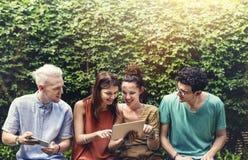 Sociaal Jong de Tienerjarenconcept van de vriendenlevensstijl stock fotografie