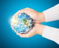 Social de la terre dans l'humain la main Photo stock