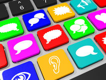 Social massmediasymboltangent på tangentbordet av bärbar datordatoren Royaltyfri Foto