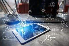 Social Media-Diagramm-Illustrationsdesign über Weiß Organisationsstruktur Stunde Ein Bündel Leute, habend Gespräche Lizenzfreies Stockbild