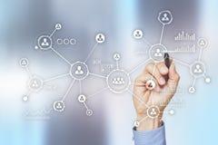 Social Media-Diagramm-Illustrationsdesign über Weiß Organisationsstruktur Stunde Ein Bündel Leute, habend Gespräche Internet und  stockfoto