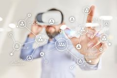 Social Media-Diagramm-Illustrationsdesign über Weiß Organisationsstruktur Stunde Ein Bündel Leute, habend Gespräche Internet und  Lizenzfreie Stockfotografie