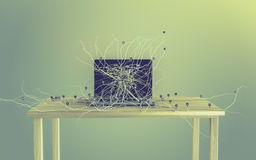 Social Media-Ikonen stellten auf die Wurzel ein, die aus Laptop heraus wächst Lizenzfreie Stockfotografie