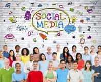 Social Media-Kommunikations-Gruppe mit Symbolen Lizenzfreie Stockbilder