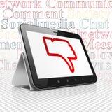 Social Media-Konzept: Tablet-Computer mit dem Daumen unten auf Anzeige Stockbild