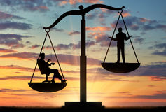 Social ojämlikhet mellan richna och vanliga människor royaltyfri bild