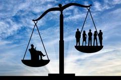 Social ojämlikhet mellan richna och vanliga människor royaltyfria foton
