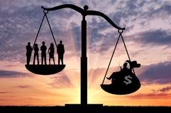 Social ojämlikhet mellan richna och vanliga människor royaltyfria bilder