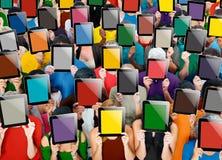 Social recueillant le concept de société de communication de Tablette de Digital Image libre de droits