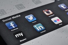 Sociala massmediaapplikationer på Ipad Arkivfoto