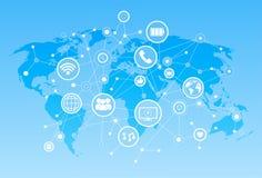 Sociala massmediasymboler över begrepp för anslutning för kommunikation för världskartabakgrundsnätverk Royaltyfri Bild