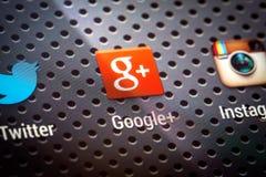 Sociala massmediasymboler på den smarta telefonskärmen. Royaltyfri Foto