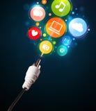 Sociala massmediasymboler som kommer ut ur elektrisk kabel Arkivbilder