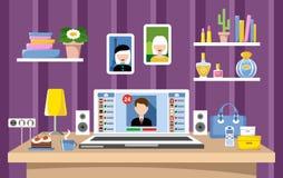 Sociala nätverk Skrivbord av kvinnan Arkivbilder