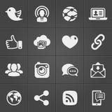 Sociala nätverkssymboler på svartuppsättning vektor royaltyfri illustrationer