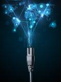 Sociala nätverkssymboler som kommer ut ur elektrisk kabel Fotografering för Bildbyråer