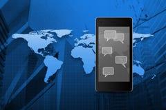 Sociala pratstundtecken- och anförandebubblor på den moderna smarta telefonskärmen Royaltyfria Foton