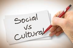 Sociale contro culturale con una matita su un foglio bianco - immagine di scrittura della mano di concetto immagini stock