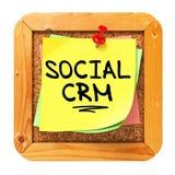 Sociale CRM. Autoadesivo giallo sul bollettino. Fotografie Stock