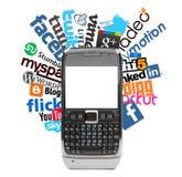 Sociale emblemen en smartphone Stock Afbeeldingen