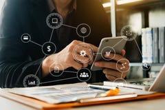 Sociale media en Marketing virtuele pictogrammen Digitale marketing media in het virtuele scherm stock foto