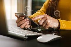 Sociale media en Marketing virtuele pictogrammen Digitale marketing media in het virtuele scherm stock afbeeldingen