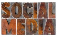Sociale media in houten type Stock Foto's