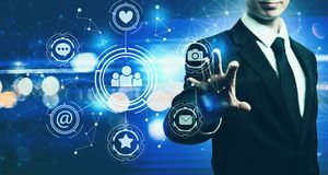 Sociale Media met zakenman op blauwe lichte achtergrond Royalty-vrije Stock Afbeeldingen