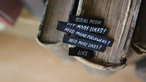 Sociale media - weet hoe, handboek, idee stock footage